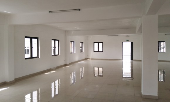 Unfurnished Renting - Commercial space - calebasses